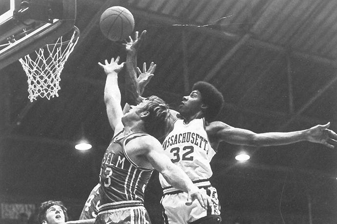 Julius Irving making a slam dunk